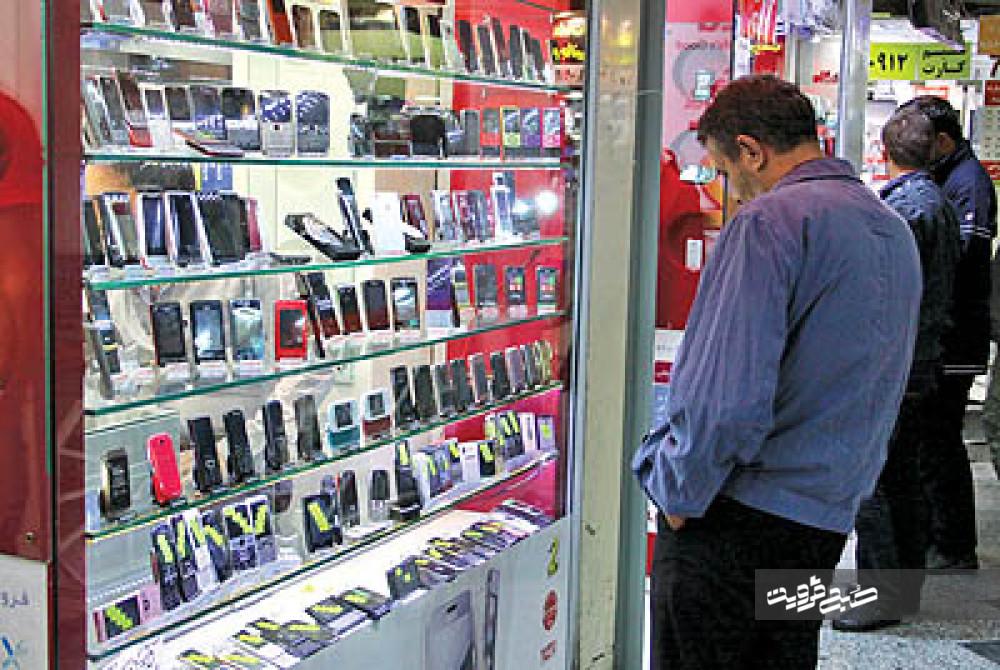 بازار مکاره «شاد» برای تبلت و موبایل/ گرانی گوشی هوشمند در سایه سختگیریهای وارداتی دولت جولان میدهد