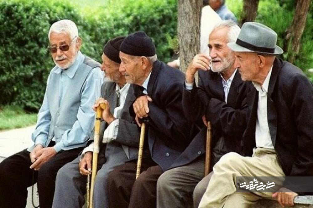 خدمات بازنشستگان تامیناجتماعی بهچشم دولت نمیآید/ مردان قدخمیدهای که در انتظار همسان سازی حقوقها بهسر میبرند