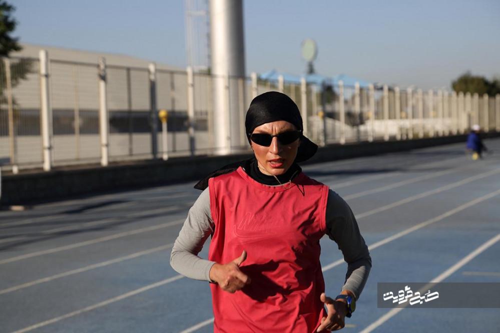رکورددار ماده۲۰ به عنوان اولین بانوی ایرانی پس از انقلابام/ حجاب را همراهِ بدون مانع میادین ورزشی میدانم