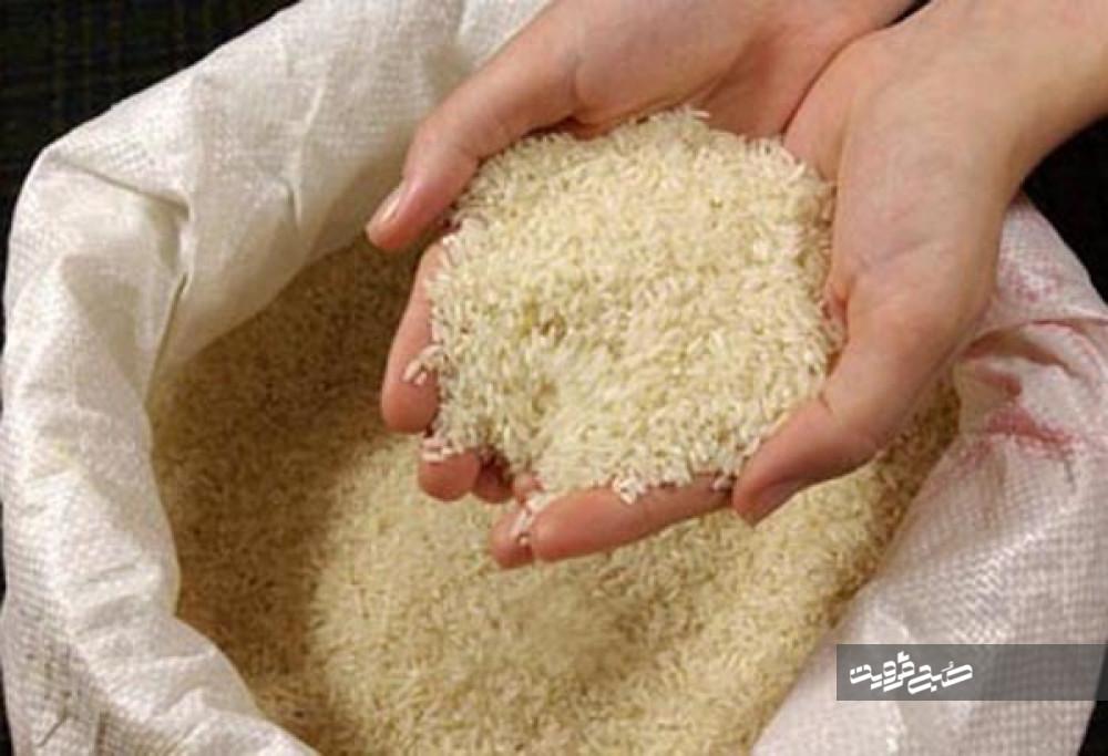 کشاورزان الموت غربی ۵۱۸ کیلو برنج به نیازمندان اهداء کردند
