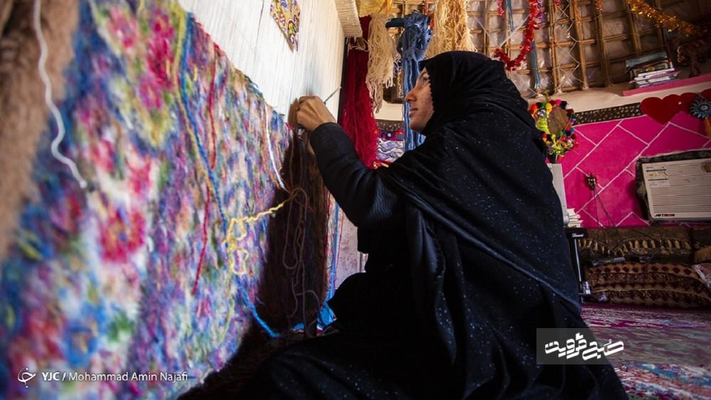 انتظارات هنرمندان صنایع دستی از دولت آینده/ همیشه پای دلالان در میان است