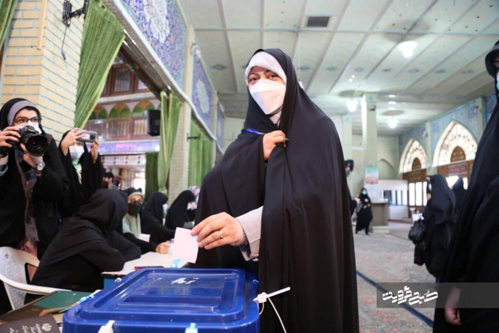 حضور پرشور در انتخابات تنها راه بهبود شرایط کنونی است