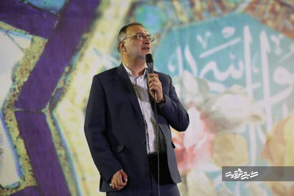 انقلاب اسلامی از دست نااهلان و نامحرمان آزاد شد/ جز رهبر انقلاب، هیچ مسئولی پاسخگوی مردم نبوده است