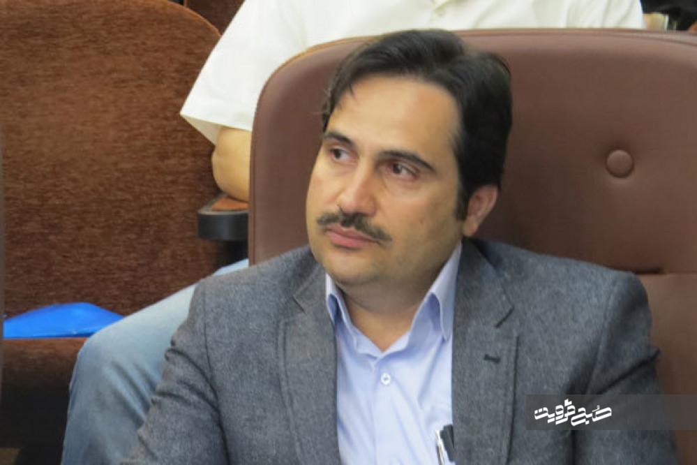 شهردار ناآگاه بدون برنامه تراکم میفروشد که حقوق پرسنل شهرداری را تامین کند