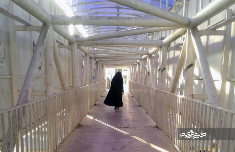 پلهای عابر پیاده قزوین؛ پناهگاه معتادین و مزاحمین/ پلهای عابر پیاده نیازمند بازبینی و تعمیر هستند