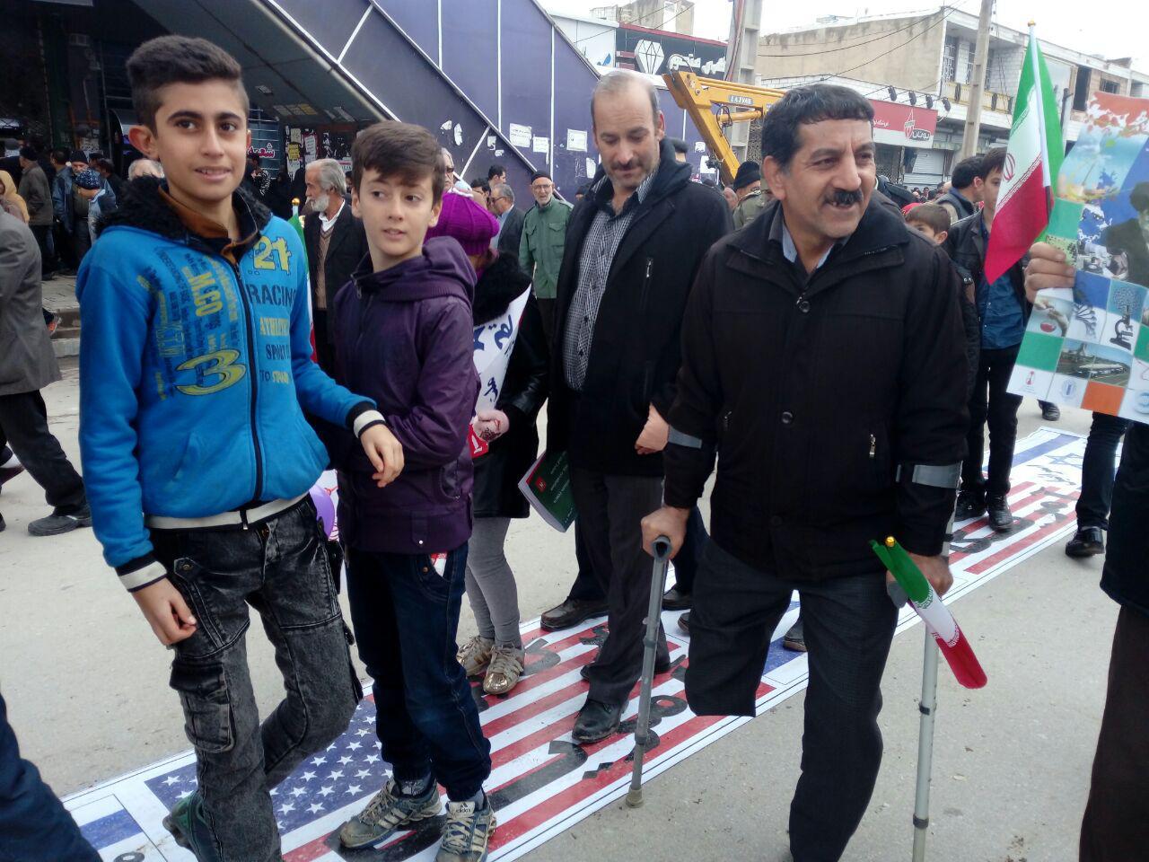 نمایی از حضور پرشور مردم شهرستانهای استان قزوین در راهپیمایی 22 بهمن