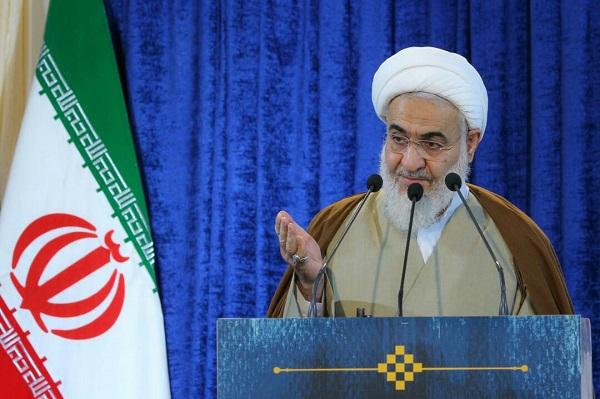 امریکا توان رویارویی با ایران اسلامی را ندارد/ دشمن بهدنبال مانوری برای ترساندن غربزدگان وابسته است