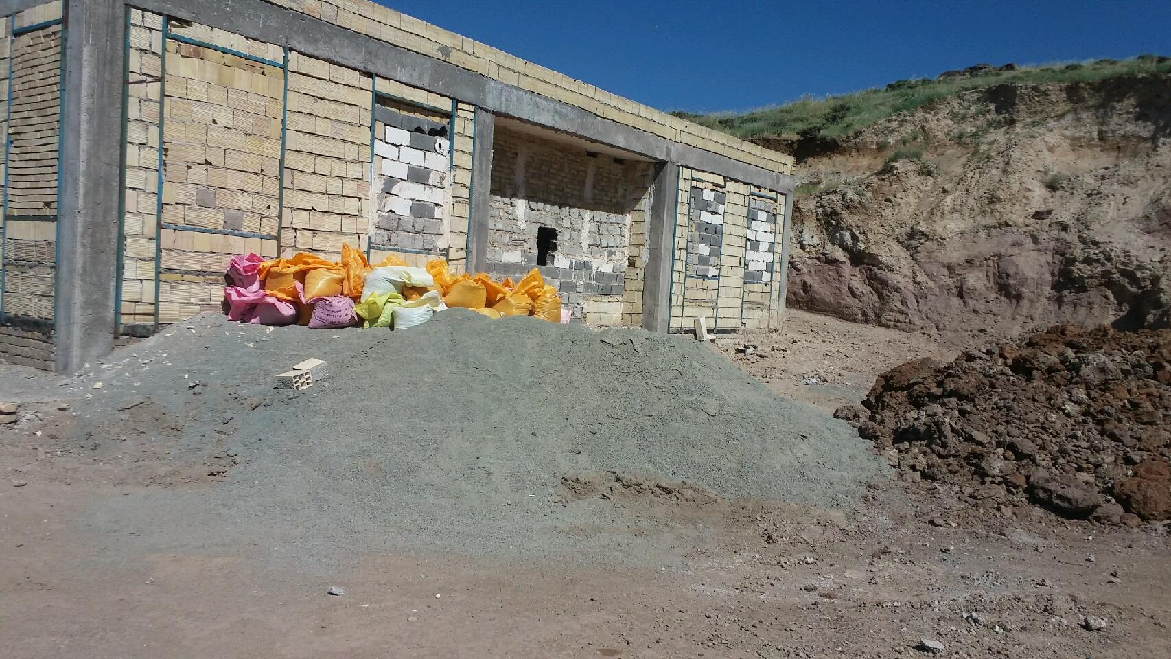 """عضو شورای روستای """"کاماسار"""":زمستان پا در گِل و تابستان خاک بر سَر داریم!"""
