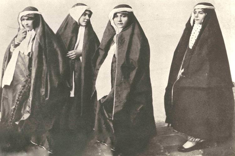 """از """"چارقد"""" و """"لَچک"""" تا لباسی به نام """"آرخالق""""/ پوششهای غربی در دوران پهلوی، قزوینیها را نمکگیر کرد"""
