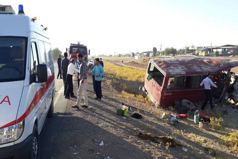 واژگونی مینیبوس در قزوین ۲۱ مصدوم برجای گذاشت