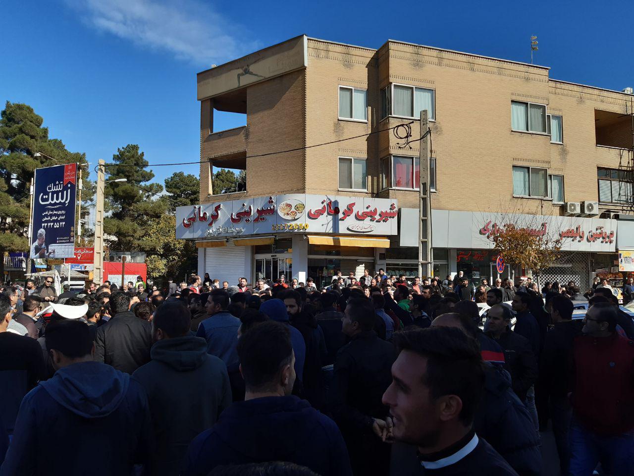 تجمع مسالمتآمیز مردم قزوین در انتقاد به گرانی بنزین برگزار شد+تصاویر