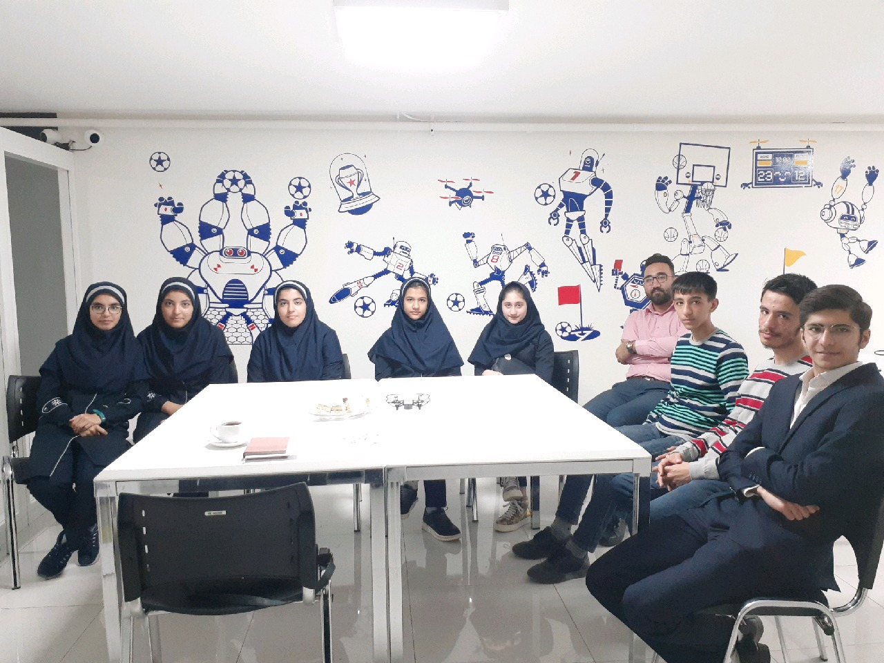 دانش آموزان قزوینی در راه مسابقات جهانی رباتیک/ نخبههای کوچک برای کسب سکوهای بزرگ تلاش میکنند
