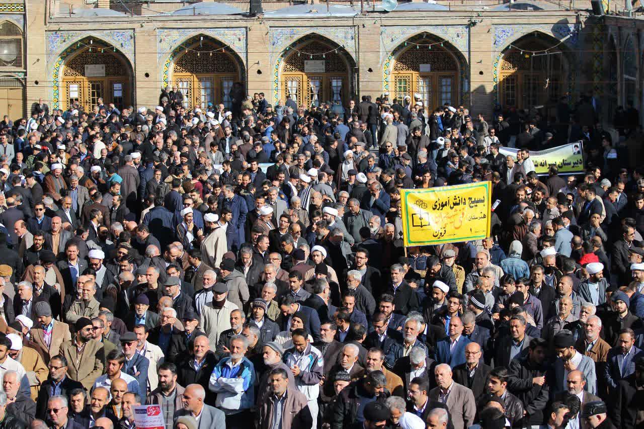 """قزوینیها از علت حضورشان در مراسم روز """"بصیرت"""" میگویند/ گلایههای اقتصادی مقولهای جدا از حماسهآفرینی است"""