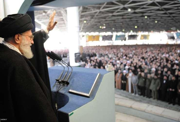 تصاویر حاشیهای از حضور پرشور مردم در نماز جمعه تهران به امامت رهبر انقلاب