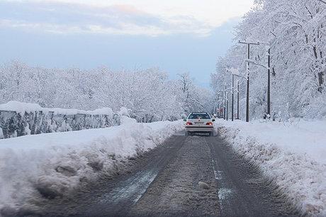 بارش برف در کلیه راههای قزوین/ رانندگان سرعت مطمئنه را رعایت کنند