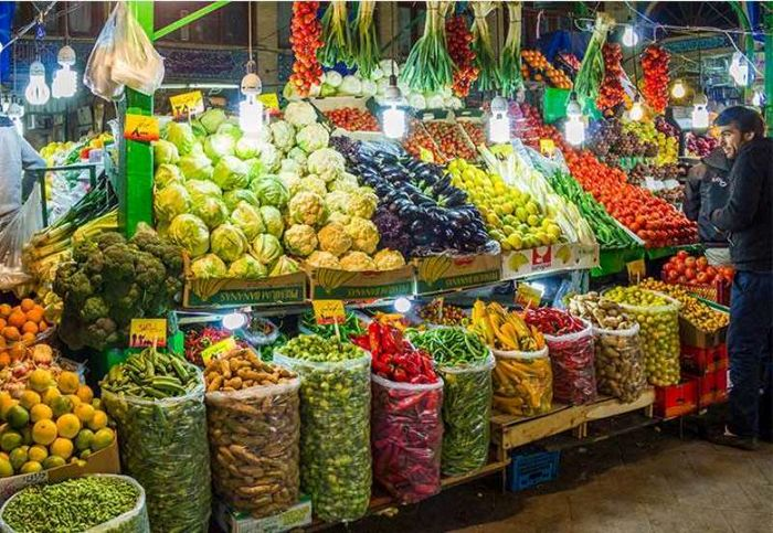 پیاز همچنان گران است/ واردات کم؛ موز را شاهنشین میوهها کرد/ ارزانی میوههای زمستانی؛ همچنان یک وعده!