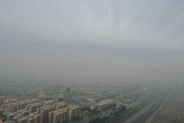 واحدهای صنعتی و مازوت نیروگاه، عامل اصلی آلودگی هوای آبیک/ بارندگیها شاخص آلایندگی را کاهش داد