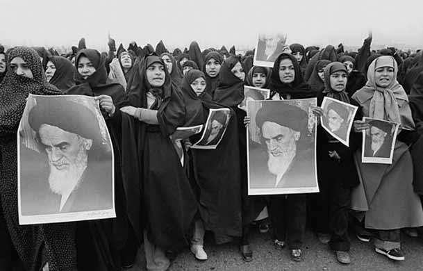 انقلابی ماندن به مراتب سختتر از تشکیل انقلاب است/ باداشتن حجاب در مدرسه از بسیاری حقوق علمی و معنوی خود محروم میشدیم