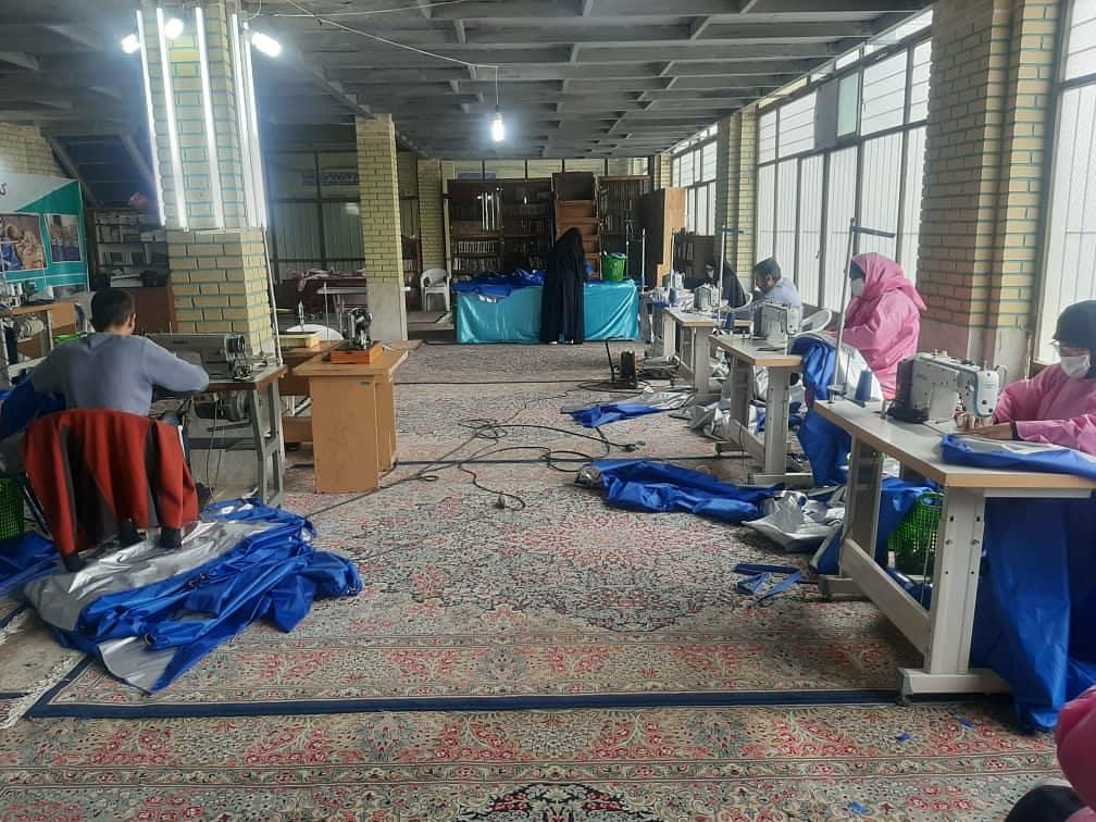 کارگاه تولید اقلام مورد نیاز مراکز درمانی راهاندازی شد/ تولید ۳۰۰دست لباس ضدکرونا