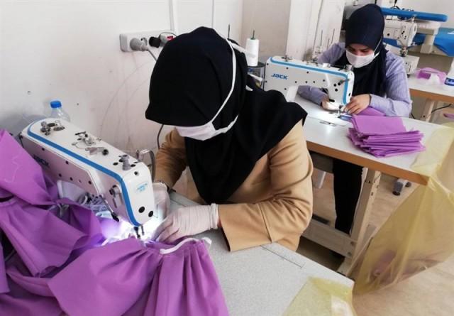 روزانه ۵ هزار ماسک توسط بانوان فرهنگی استان تولید شد/ معلمان بدون هیچ چشمداشتی پای خدمت به هموطنان بودند