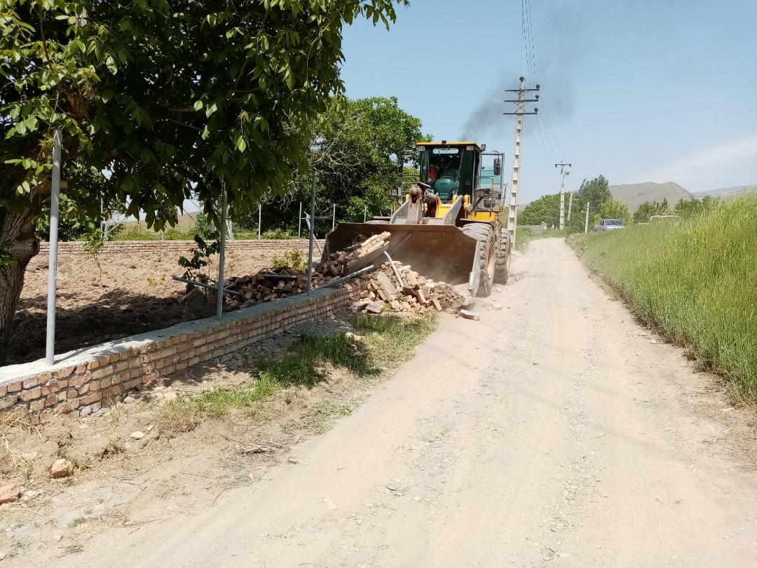 ۵ بنای غیرمجاز در اراضی کشاورزی آبیک تخریب شد