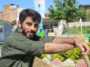 عکس/ پیکر شهید مدافع حرم در آغوش دردانهاش