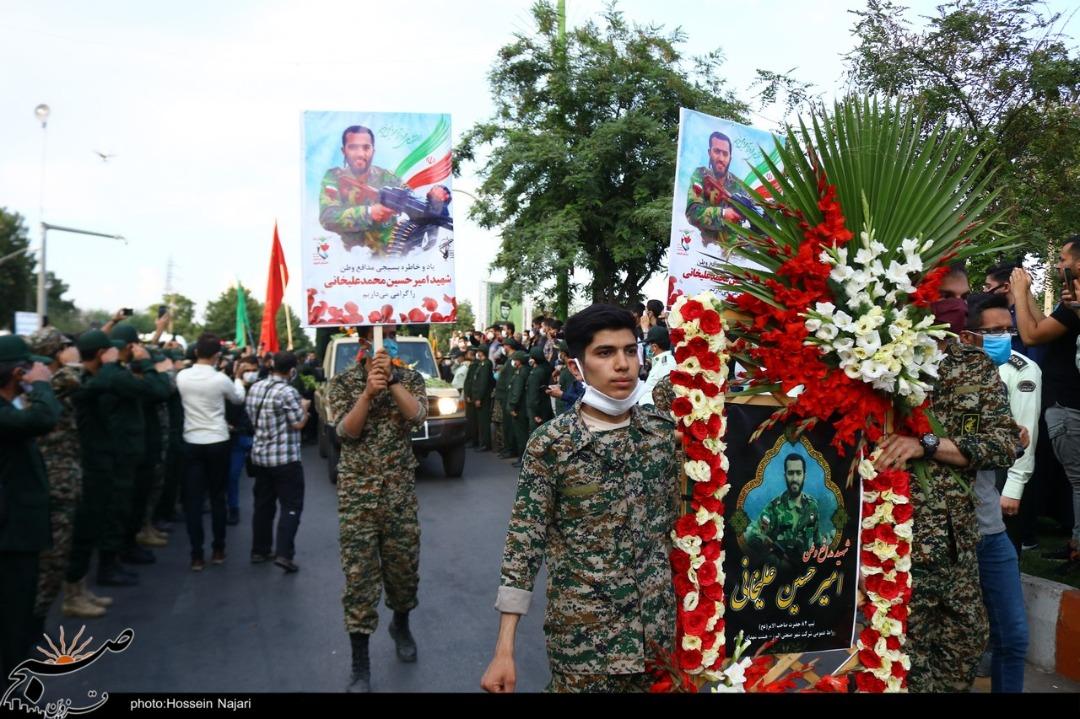 پیکر مطهر شهید مدافع وطن قزوین در جوار یاران شهیدش آرام گرفت+تصاویر