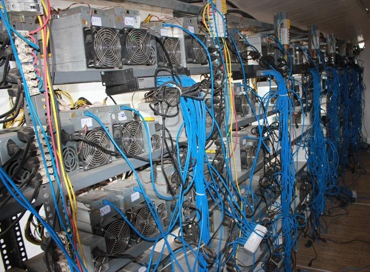 کشف میلیاردی دستگاه تولید ارز دیجیتال در تاکستان