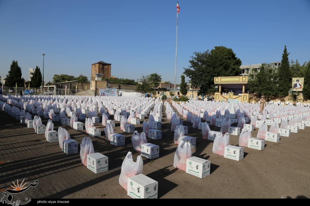 """۲۰ هزار بسته معیشتی در مرحله دوم """"کمک مومنانه"""" توزیع میشود/ تهیه ۱۵هزار اطعام علوی در قزوین"""