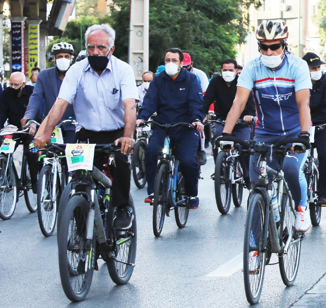 شهردار قزوین با شهروندان رکاب زد