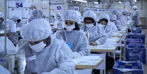 تولید روزانه ۵۰۰هزار ماسک در قزوین/ نبود پارچه سهمیه از دلایل کاهش تولید ماسک است
