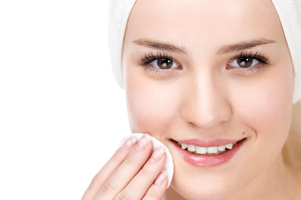 آرایش صورت را چه زمانی پاک کنیم که به پوست آسیبی نرسد؟