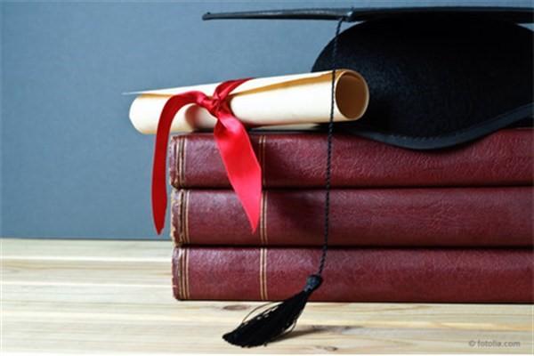 پایاننامهها و رسالههای دانشجویی باید در دانشگاهها آسیبشناسی شوند/ نیازمند راهاندازی خانههای فرهنگ ادبیات در قزوین هستیم