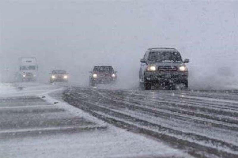 بارش برف در راههای بویین زهرا و آوج آغاز شد