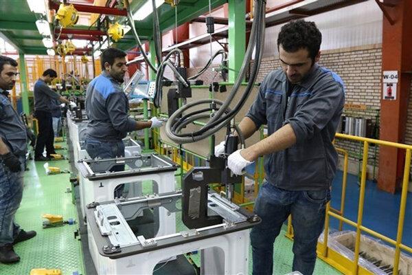 تعطیلی صنایعقزوین به دلیل کمبود سوخت است/ مشکلی جهت تولید برق در نیروگاهها نداریم