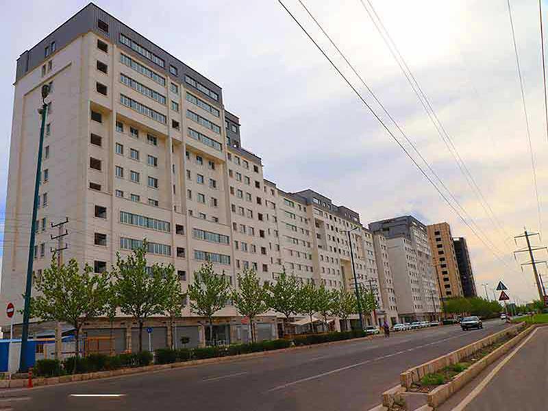 سخنگوی شورای شهر: شهرداری قزوین پاسخگوی تخلفات صورت گرفته در «راژیا» باشد/ در پروژه این برجهای مسکونی با حقوق ساکنین بازی شده است