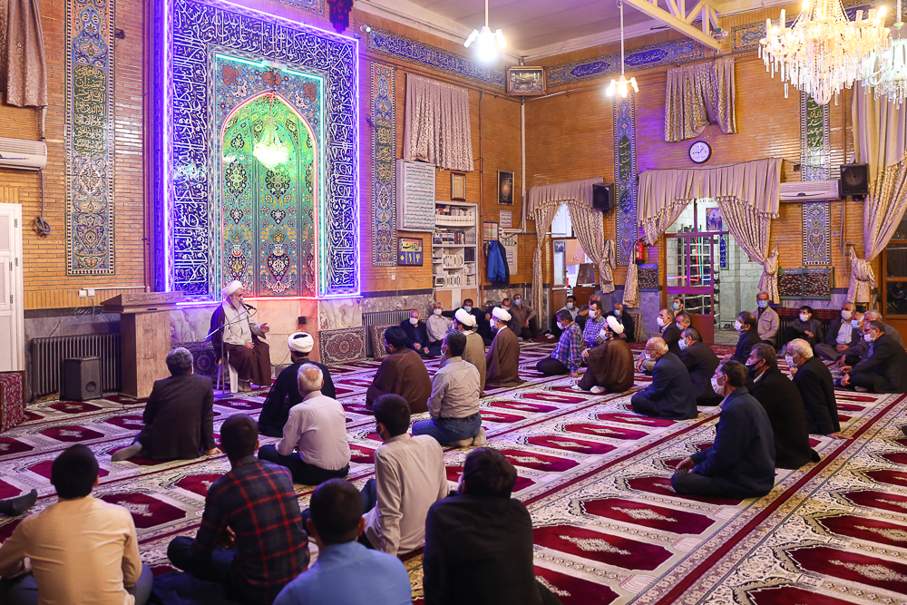 مسجدی زنده است که از حال فقرای محله خبر داشته باشد/ امام جماعتها صرفاً با نگاه پیشنماز وارد مساجد نشوند